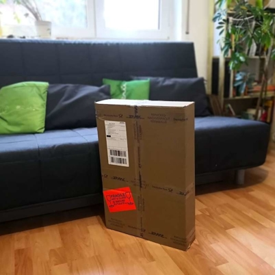 Example of package for medium sized artwork